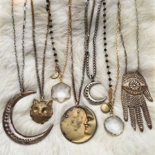 how to wear amulets for good luck and money